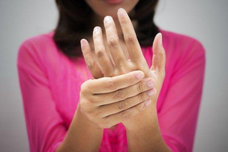 ¿Por qué se duermen las manos al dormir?