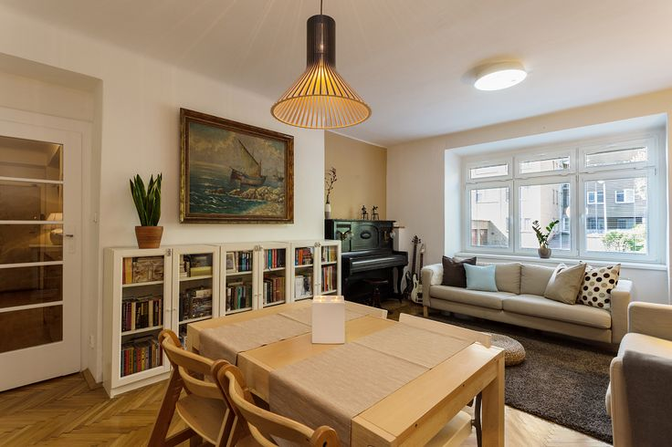 Home Staging of an occupied apartment in Prague, Vrsovice #praha #prague #czech #homestaging #livingroom #wall #white
