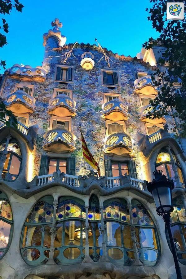 👉 Si piensas viajar a #Barcelona, no olvides visitar la Casa Batlló, un hermoso museo en donde quedarás fascinado por su extraordinaria arquitectura. 😍  #Eurotrip  🇪🇦️