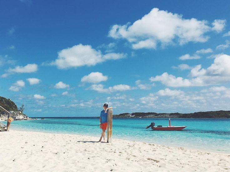 Nous en prenons plein les yeux  Pour cette deuxième journée aux Bahamas excursion dans les Exuma Cays ces petits îlots de sable blanc qui affleurent par centaines à la surface des eaux turquoises de l'Atlantique. Avec au programme iguanes raies snorkeling et même requins c'était DINGUE !  Merci @iles_des_bahamas et @powerboatadventures ! #bahamas #bahamazing #bahamazingexperiences #itsbetterinthebahamas #familytime #blogtrip #travelblogger