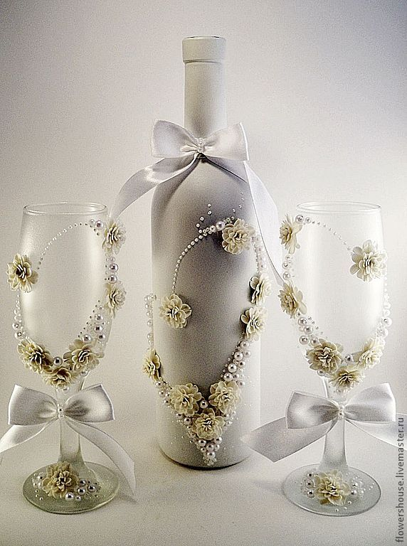 Taças decoradas para um brinde original! Acesse: https://pitacoseachados.wordpress.com #pitacoseachados                                                                                                                                                                                 Mais