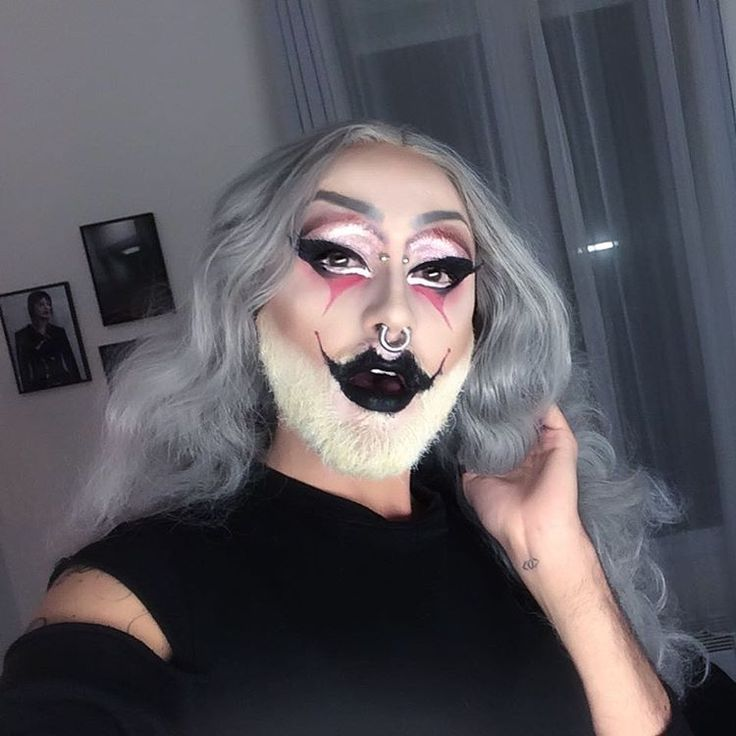 #mulpix The killing joke 😈 Look for Manko Cabaret tonight Inspired by the amazing @theonlymadd  Wig by @auricabysteve   #queen  #drag  #dragqueen  #ghost  #ghøst  #ghostthedragqueen  #dragqueensofparis  #parisdragqueens   #paris  #manko  #mankocabaret