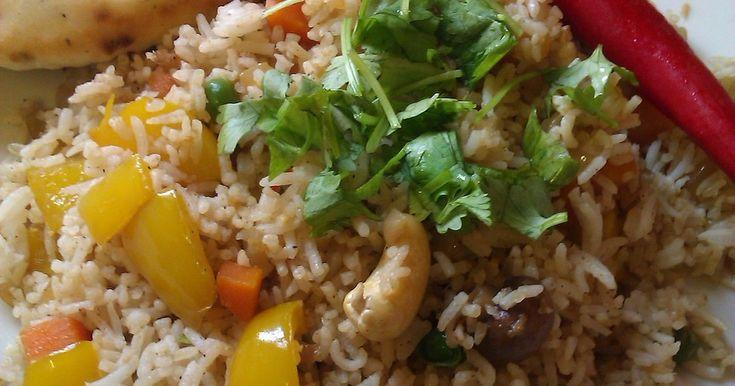 インドの家庭で軽食として作られる、香辛料の香り高い野菜のチャーハンです。ベジタブル・ピラウ(Pilau)と呼ばれます。