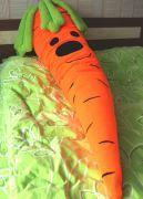 Яркая и мягкая подушка-обнимашка.