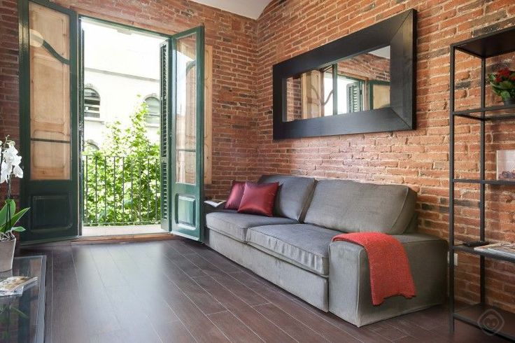 Traditional and charming two bedroom apartment, in the Eixample Sagrada Familia area in Barcelona, that can accommodate four people. Located just two minutes from the world famous Sagrada Familia, this recently ...