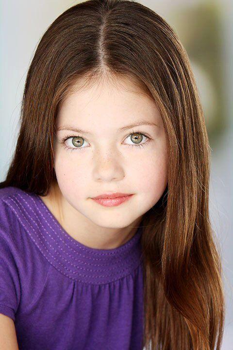 Mackenzie Foy (Renesme-Twilight Breaking Dawn) Comic Con 2012 Hall H Panel  Most beautiful little girl ever.