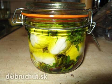 Nakladaná mozzarella s bylinkami a cesnakom
