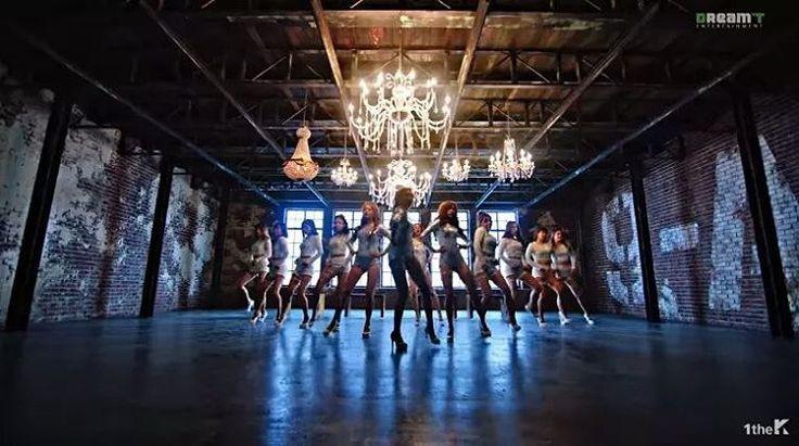 Girls Day Seksi Menggoda di MV Comeback Ill Be Yours  Girls Day akhirnya comeback dengan musik video baru Ill Be Yours setelah vakum dalam waktu yang cukup panjang.  Minah Hyeri Sojin dan Yura akhirnya comeback sebagai full grup dan mengakhiri masa hiatus mereka dari industri musik K-Pop dengan mini album Everday #5 pada hari ini (27/03). Girls Day menyuguhkan musik dengan vokal yang kuat. Dlam musik video ini anggota Girls Day menceritakan bahwa mereka menuntut pengakuan sebagai kekasih…