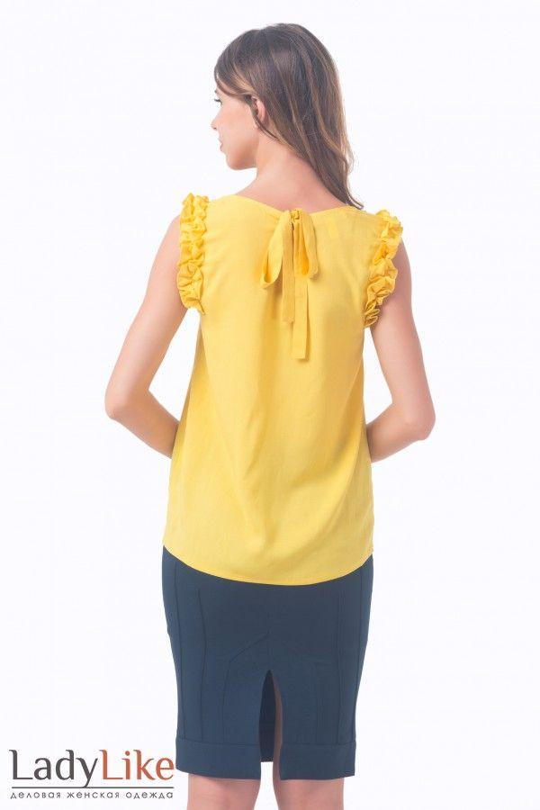 Блузка желтая с рюшем на рукаве