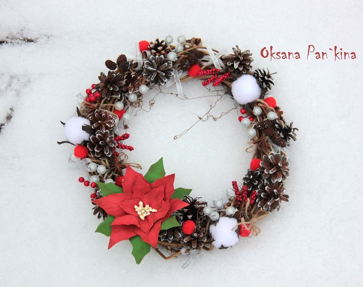 """Новогодний венок """"Рождественская звезда"""" Венок из виноградной лозы,Пуансетия из фоамирана,природный материал - шишки,желуди,анис.Сахарные ягодки,калина,бузина."""