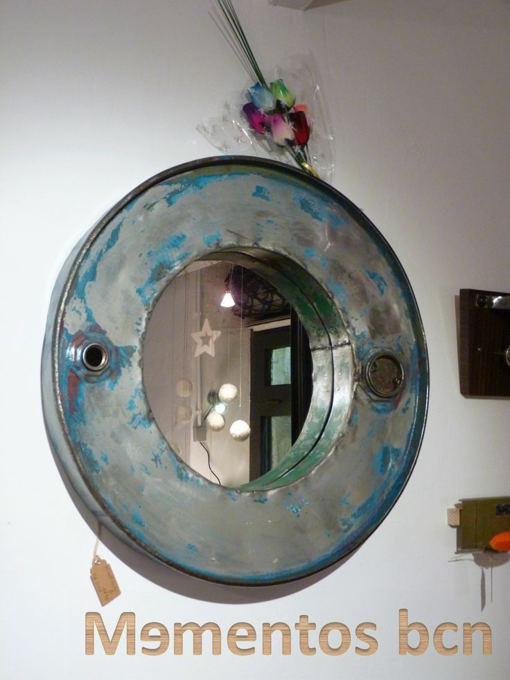 Espejo realizado con bidones reciclados