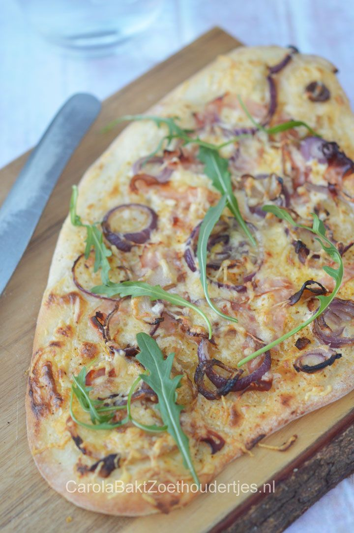 Flammkuchen met ham en ui   Flammkuchen with ham and onion