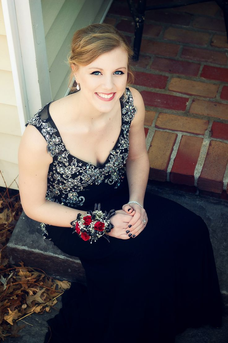 Female portrait - prom picture ideas - girl homecoming photo - formal wear photography - prom dress