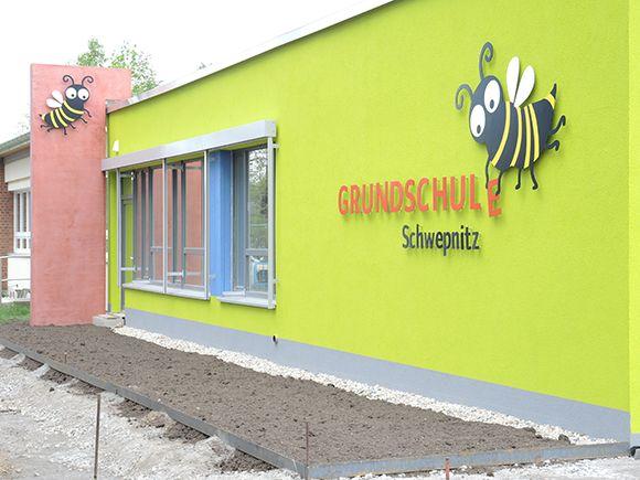 Grundschule Schwepnitz – Gestaltung eines Logos - die superpixel #diesuperpixel #Hummel #Logo #Illustration #Schild #Design #Grafikdesign #Kinder #Maskottchen