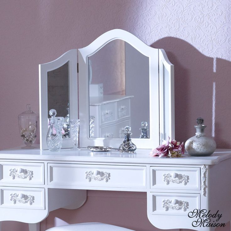 Antique white triple dressing table mirror pays blanc for Range dressing table