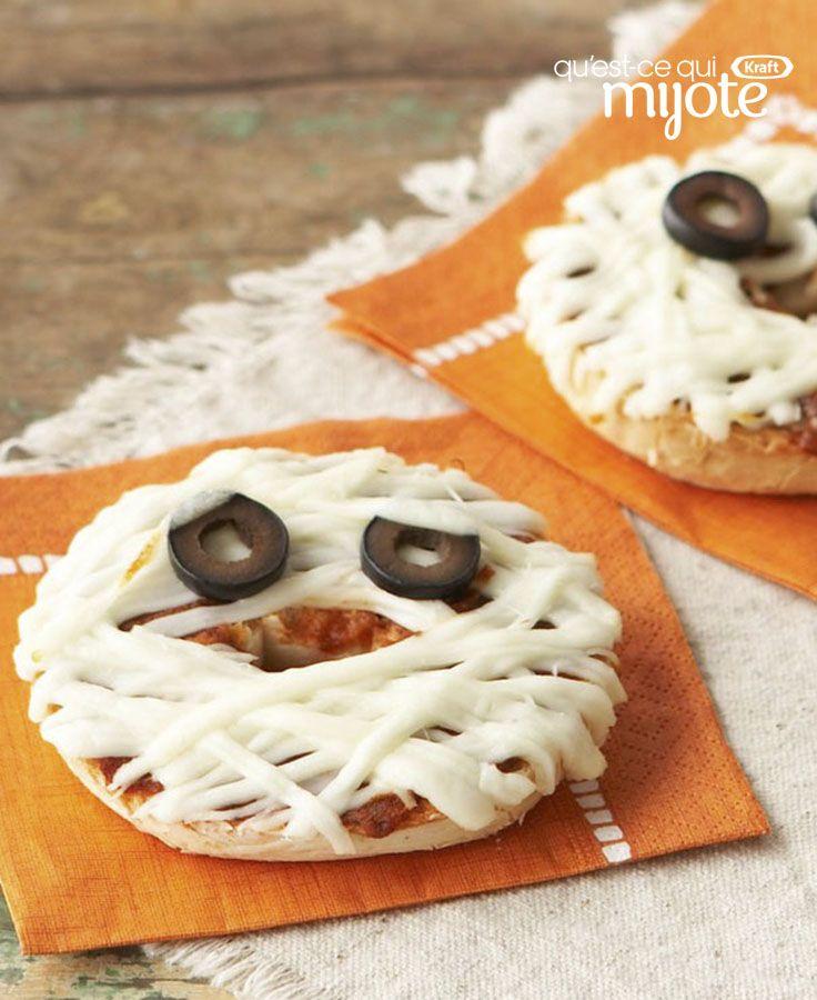 Besoin d'une idée-bouffe à servir à vos petits monstres avant qu'ils passent l'Halloween ? Un coup de baguette magique et ces Pizzas « visage de momie » sont prêtes ! Tapez ou cliquez sur la photo pour obtenir cette #recette facile.