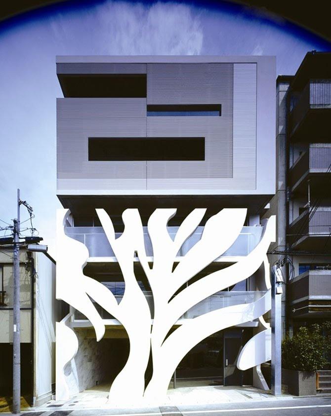 Slit Court - a hidden potentiality of an inner court - EASTERN design office