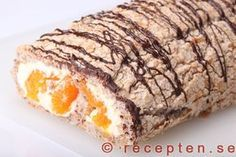 Budapestrulle - Recept på budapestrulle - en rulltårta av nötmaräng fylld med vispad grädde och frukt eller bär. Ett klassiskt bakverk. Bilder steg för steg.