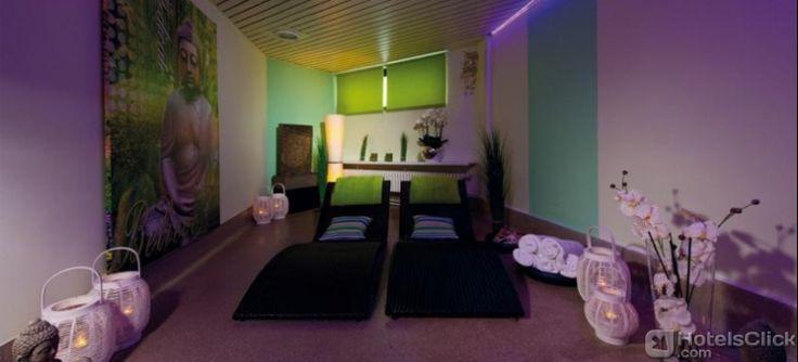 L'elegante centro #Wellness Beauty-Tempel Eberle dell'Hotel Leonardo Royal Baden-Baden è ben attrezzato con spa, palestra, piscina interna, vasca idromassaggio, bagno turco e sauna, perfetto per regalarsi alcuni momenti di relax all'insegna del benessere psico-fisico. https://www.hotelsclick.com/alberghi/germania/baden-baden/629/hotel-leonardo-royal-baden-baden.html