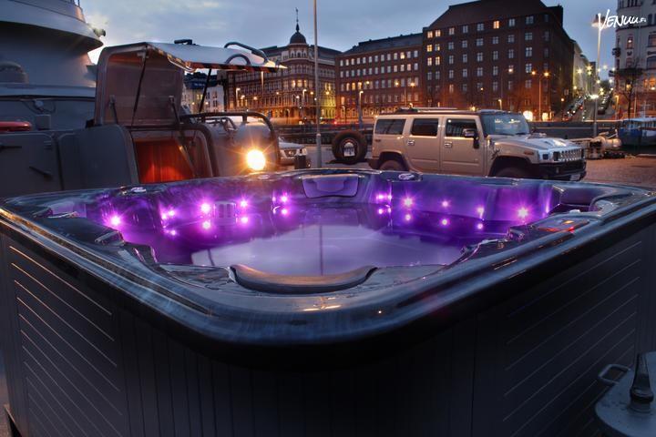 Vartiovene 55: Risteilyt, saunaillat ja kokoukset ainutlaatuisella sotalaiva Vartiovene 55:llä Helsingin keskustassa!