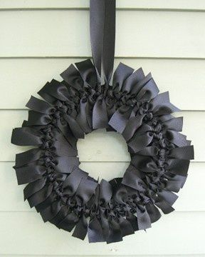 DIY DIY DIYHoliday, Ideas, Christmas Colors, Ribbons Wreaths, Front Doors, Ribbon Wreaths, Halloween Wreaths, Diy, Black