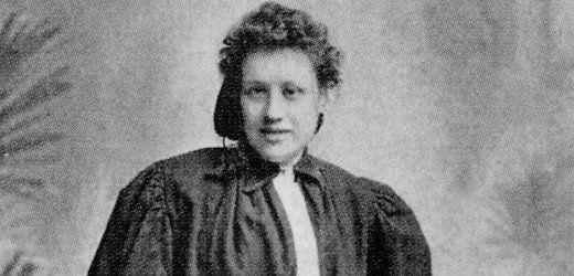 "La primer mujer #PAMBOLERA de la historia.   Mary Hutson ""Nettie Honeyball""   #FutbolFemenil #SoccerGirl  http://pamboleras.com/honeyball-la-rebelde-que-revoluciono-el-futbol-femenil/"
