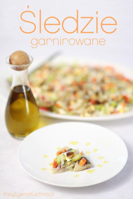 #Przepis na śledzie garnirowane - kolorowe śledzie na #sniadanie na #wielkanoc lub imprezową przekąskę, albo potrawa wigilijna  http://pozytywnakuchnia.pl/sledzie-garnirowane/  #kuchnia