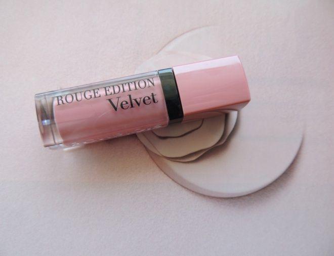 Мега комфортная матовая Bourjois Rouge Edition Velvet lipstick №10