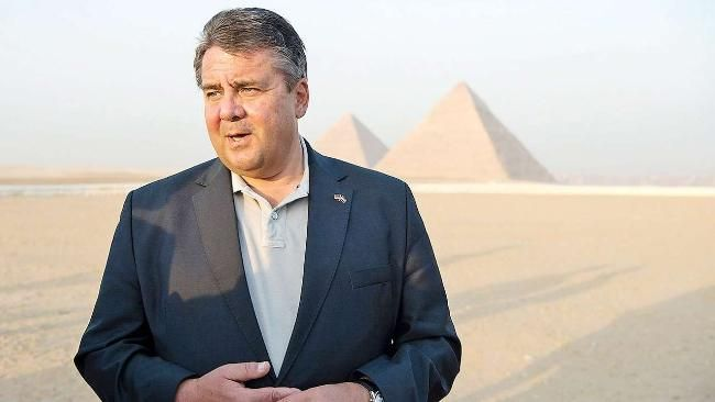 Das schlechte Ergebnis der neuen Wahlumfrage verfolgt Vizekanzler Sigmar Gabriel bis nach Kairo   Wie viel Schuld trifft Sigmar Gabriel am SPD-Tief? - Politik Inland - Bild.de