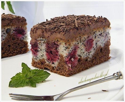 ciasto kakaowo-makowe z wiśniami i kremem kakaowym