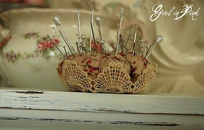 This pincushion is so pretty.  I'm either going to have to learn to crochet or see if I can find some nice small pieces at the local flea market so I can make some pincushions of my own.