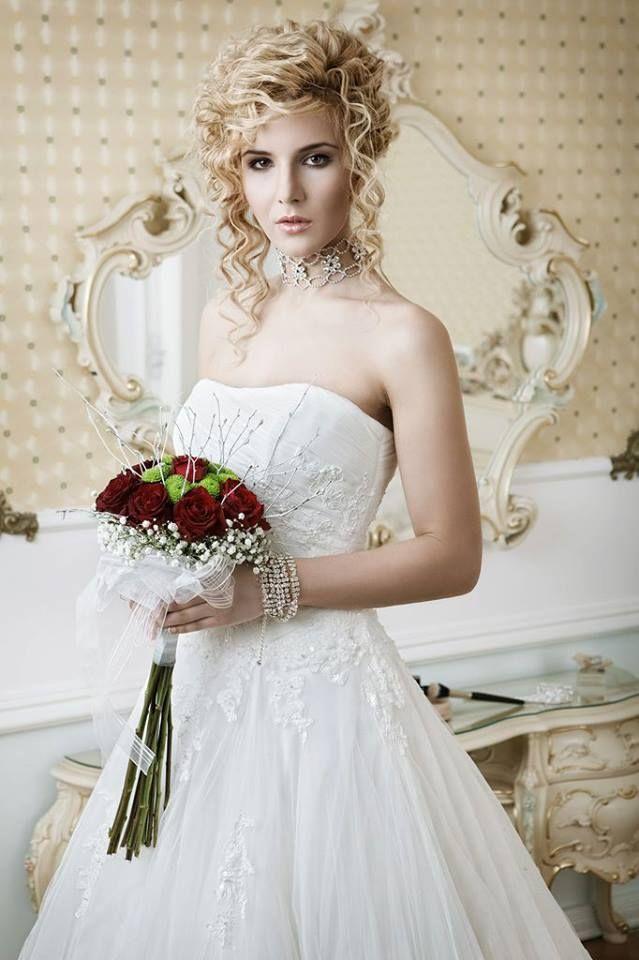 Kompletní svatební servis a veškeré produkty týkající se svateb u nás naleznete pod jednou střechou. Jednoduché a profesionální řešení Vaší svatby? Svatební agentura Vera Marsalli. WWW.VERAMA.CZ