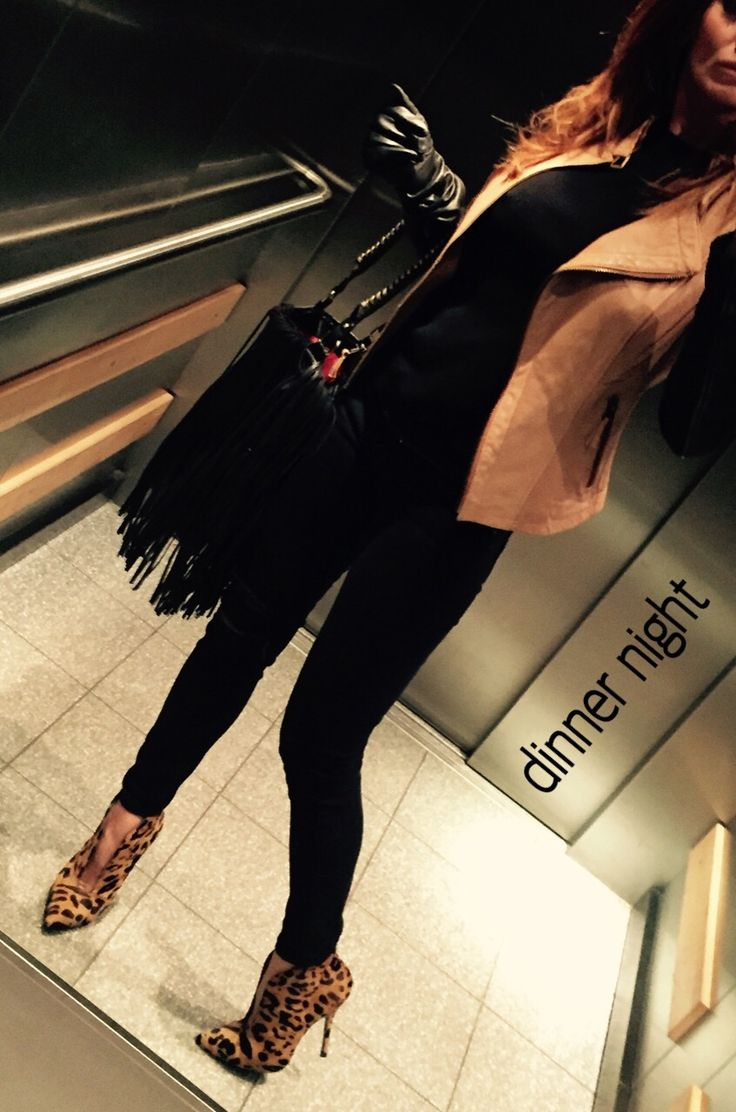 Outfit for a Casual Dinner Night-Out - Black/Beige Lether