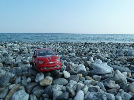 Little red Fiat500: One afternoon I went to see the Ionian sea as I was curious whether what is the difference between it and the Thyrrenian sea. Well, there are fewer tourists, to tell the truth the whole beach is quite empty. There are no hills and cute little towns on hilltops but the sea. Ok, it is not bad either.