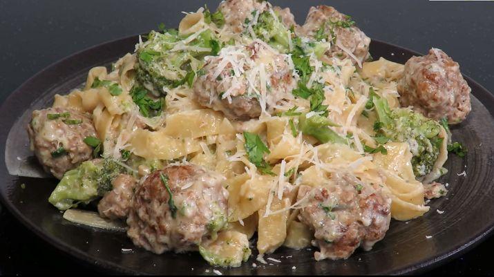 Макароны с сыром и цветной капустой — это очень сытно, вкусно и полезно. Нежные мясные шарики, ароматный соус и вкусные макароны — это просто чудо.