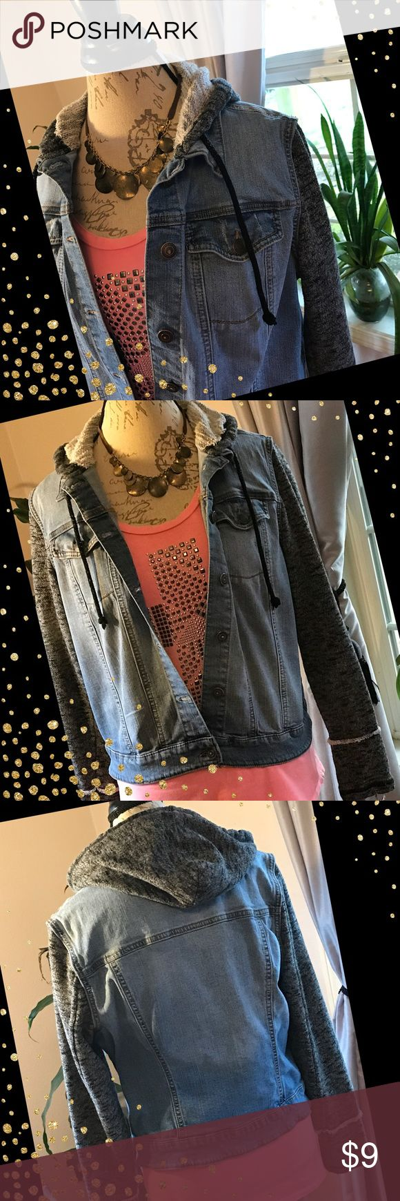 💋Cute hooded jean jacket💋💕🦋 💋💕Collared jean jacket with knitted hood and sleeves.🌼🌻In great used condition 💋💕🦋 Mudd Jackets & Coats Jean Jackets