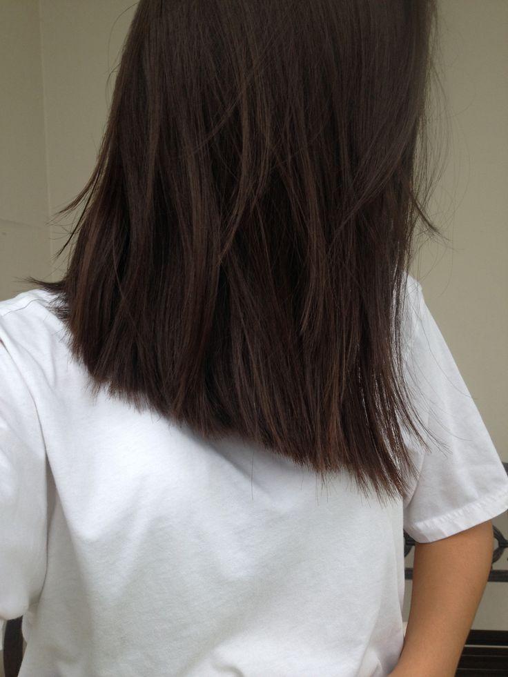 Brown hair, mediun hair style, medium hair length