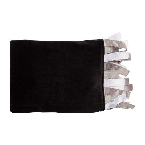 the giggi is a black,softvelvety blanket with neutralcloud white sensory ribbonsto comfort baby andbe used for years aftercoordinating perfectly with other mizzle products $43.95