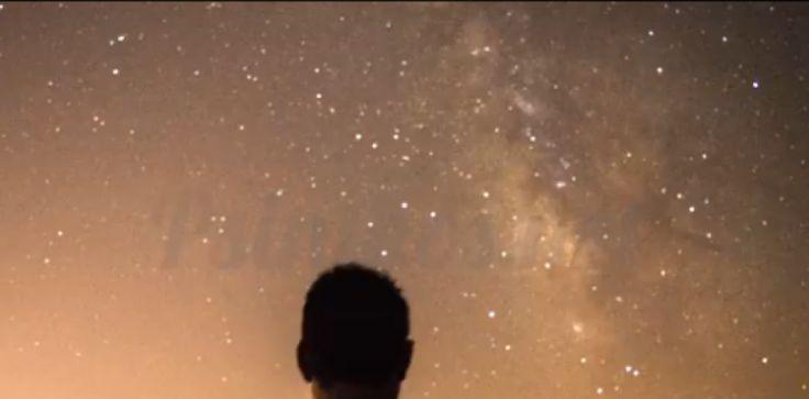 Ο έναστρος νυχτερινός ουρανός πάνω από την Ψίνθο και ο γαλαξίας (Milky Way)