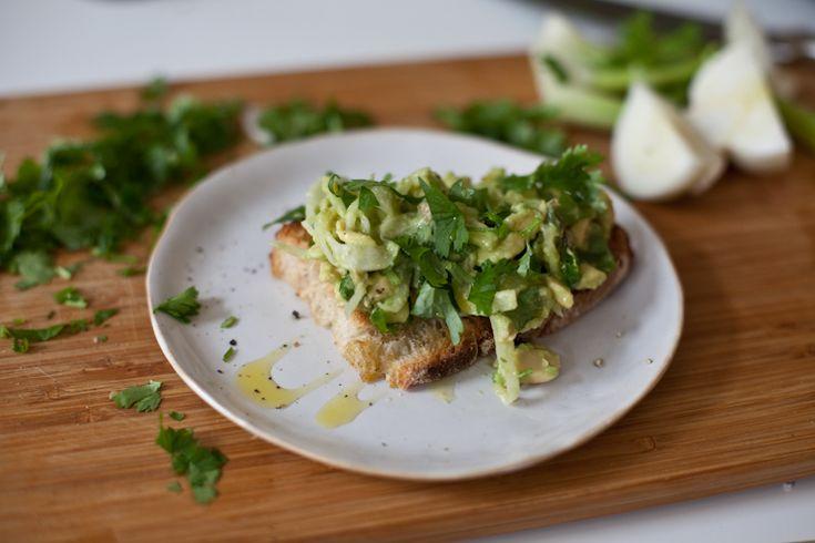 Vihreä talo - sisustusblogi: Älyttömän hyvä fenkoli & avokado bruschetta
