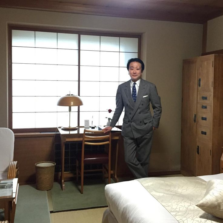 Touching moment.  Once, one of Japanese national writer Shotaro Ikenami had always put up at this hotel room, not spacious, but looks very cozy and thoughtful. This hotel also loved by Yukio Mishima, Yasunari Kawabata and many other writers. #coherence #cohérence #shotaroikenami #hotelroom #yasunarikawabata #yukiomishima #mishima #artdeco #WilliamMerrellVories #japanesehotel #japanesearchitecture