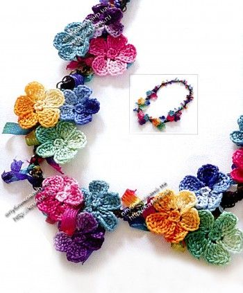 Simple flower necklace with diagrams, click to enlarge diagram. Use web translator to translate instructions.