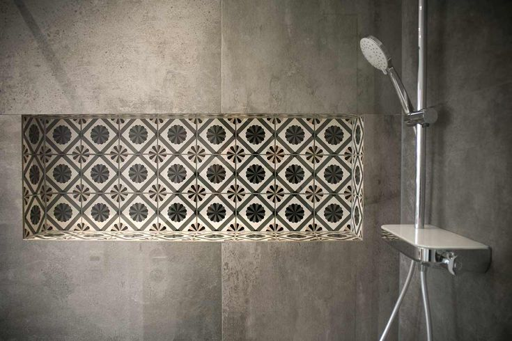 Duscharmatur mit flachem Thermostat, weiße Abstel…
