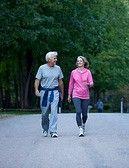 La Marche: 300 calories par heure sont brulées en marchant à bonne allure durant une heure. Pour entretenir sa santé générale il faut marcher 20 minutes par jour. La marche et le nordicwalking habituent