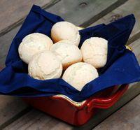 Brazilian Cheese Bread - Pão de Queijo - Recipe for Pão de Queijo Cheese Rolls