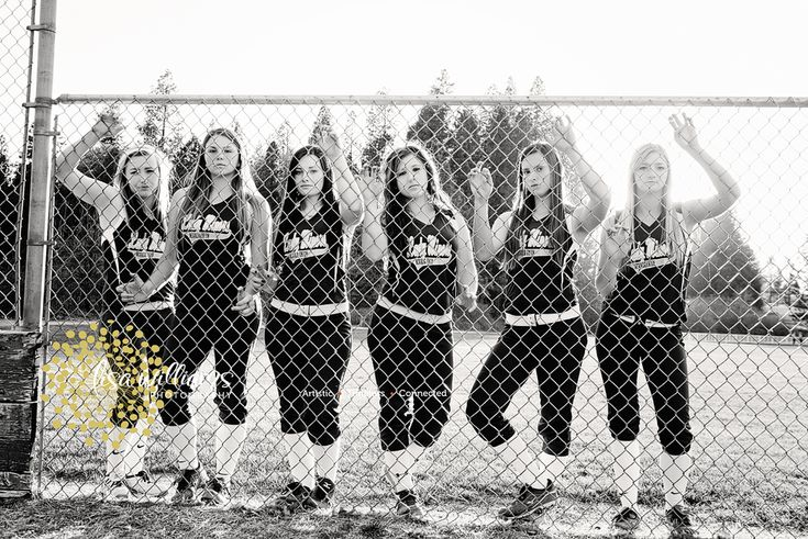 Seniors, team sports photos, teams, softball, girls softball team  www.lisawilliamsphoto.com