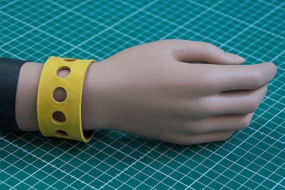 handgemaakte echt lederen armband geel en bruin door VrijFormaat