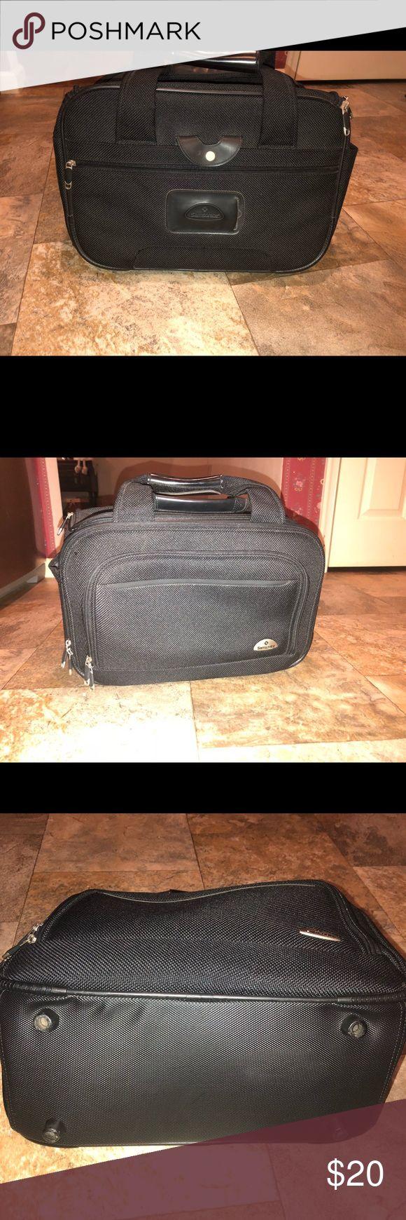Samsonite carry on Luggage Bag Euc Samsonite carry on Luggage Bag Euc minor ware shown in pictures   Approx measurements 17/11/7 inches Samsonite Bags Travel Bags