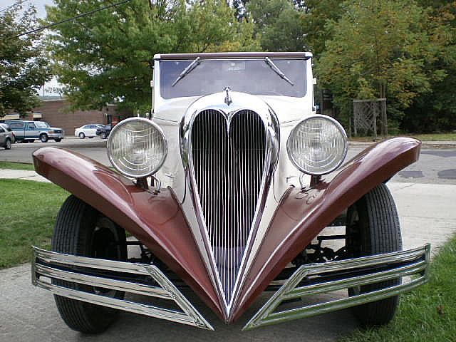1934 Brewster Ford V-8 Town Car - grill