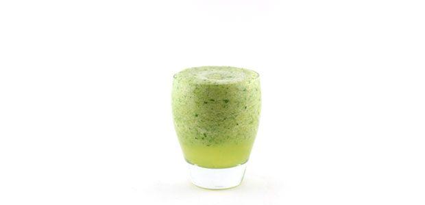 Komkommer bleekselderij ananas munt smoothie